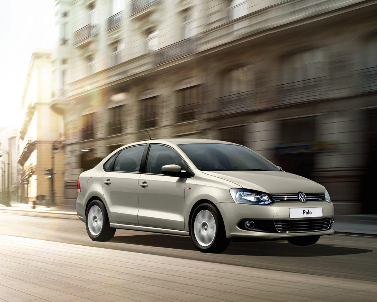 Volkswagen Polo Highline  1.6 AT (105 л.с.)
